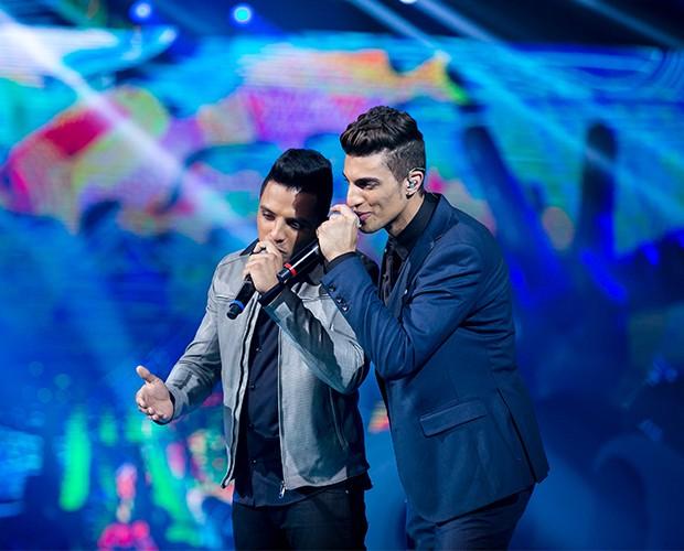 A dupla Danilo Reis abriu o musical e emocionou cantando 'Como uma onda' (Foto: Isabella Pinheiro/Gshow)