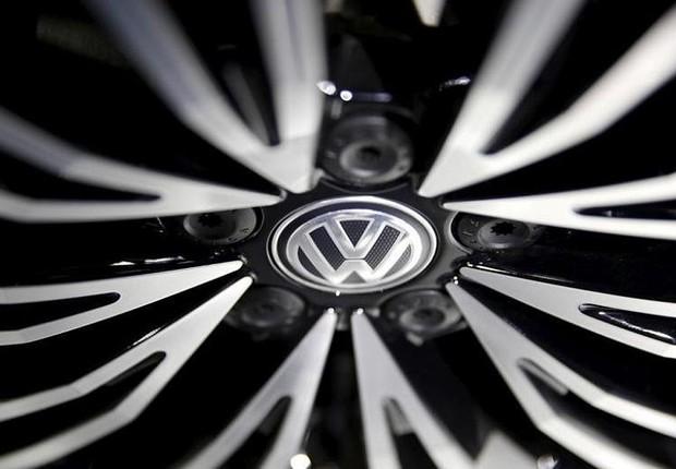 Logotipo da Volkswagen é visto durante feira de carros em Pequim (Foto: Damir Sagolj/Reuters)