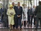 Elizabeth II visita prisão histórica em Belfast para reforçar processo de paz