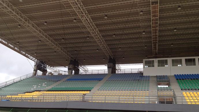 Reparos na arquibancada e iluminação do estádio 'Zerão' foram concluídas (Foto: Cassio Albuquerque/GE-AP)