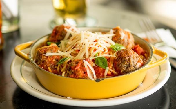Espaguete da Mooca: clássico, leva molho de tomate caseiro e almôndegas