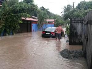 Chuva atinge Santa Cruz Cabrália desde sexta-feira (6) (Foto: RADAR64.COM / Divulgação)