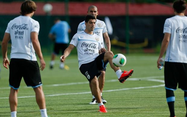 Luis Suarez treino uruguai (Foto: AP)