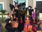Já é Halloween? Flávia Camargo posa de 'Malévola' ao lado das gêmeas
