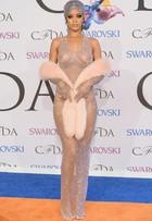 Veja o estilo das famosas no CFDA Awards
