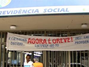 Greve dos servidores do INSS em Goiás começou no dia 7 de julho deste ano (Foto: Reprodução/TV Anhanguera)