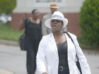 Tia de Bobbi Kristina é expulsa de funeral, diz site