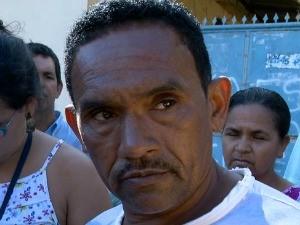 Pai de jovem morto disse que filho era trabalhador. Padre parou procissão e rezou missa na rodovia no Espírito Santo (Foto: Reprodução/TV Gazeta)