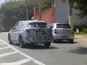 BMW X1 rodando em testes em São Paulo (Foto: Marcelo Castro / VC no AutoEsporte)
