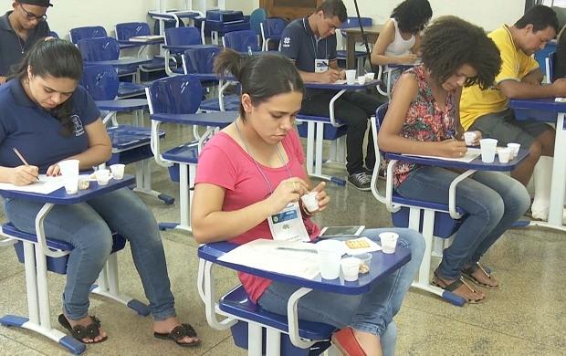 Tambaqui enlatado é apresentado na Semana Acadêmica de Engenharia de Alimentos, em RO (Foto: Bom Dia Amazônia)