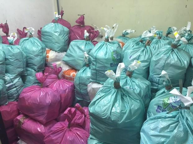 Cestas de alimentos doadas para os pacientes do INCA (Foto: Cristina Boeckel/ G1)