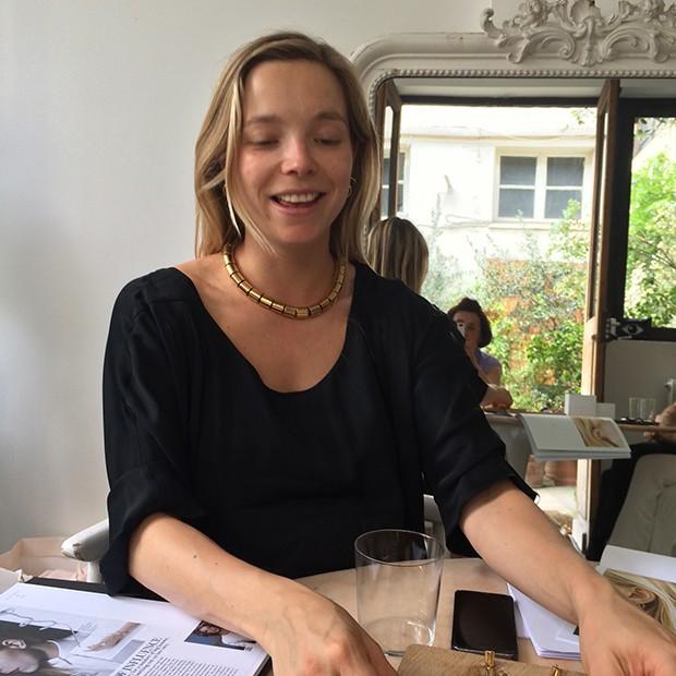 Charlotte Chesnais in her Paris showroom with Suzy Menkes  (Foto: Divulgação)