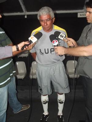 Givanildo chega ao ABC para livrar time do rebaixamento (Foto: Matheus Magalhães/GLOBOESPORTE.COM)