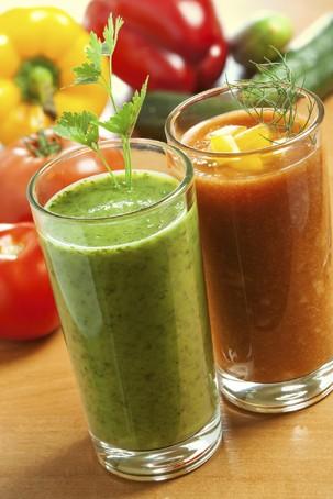 Suco verde e de tomate. Humm... (Foto: Thinkstock)