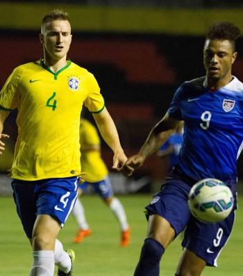 Rodrigo Ely seleção brasileira olímpica (Foto: Adelson Costa)
