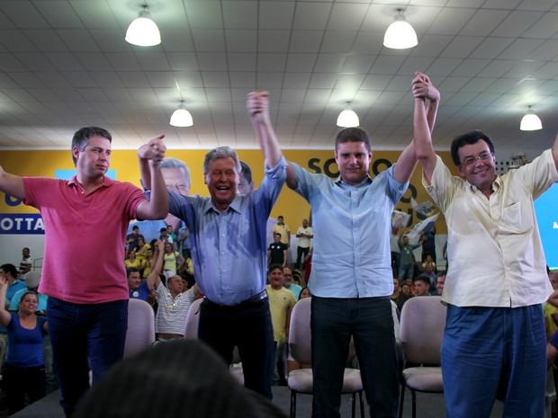 Candidato se reuniu com correligionários após o pleito (Foto: Rickardo Marques/G1 AM)