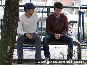 Ben tenta dar força para o amigo (Foto: Malhação / TV Globo)