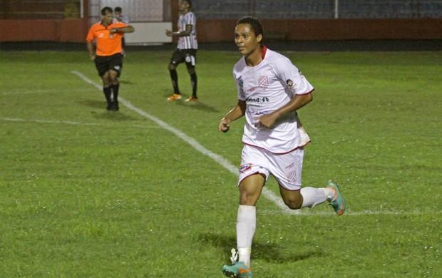 Reinaldo comemora gol diante da Inter de Limeira, Batatais 1 a 0 (Foto: Rogério Moroti / Batatais FC)