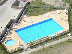 A piscina foi entregue com um material inferior do anunciado (Foto: Felime Manente / Arquivo pessoal)