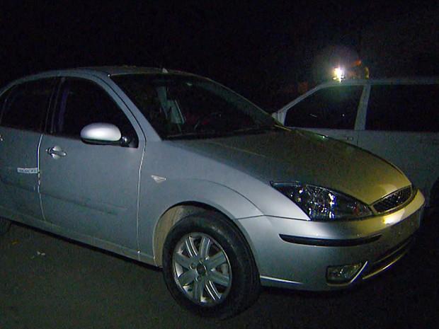 Carro roubado estava com placas clonadas em Paulínia (SP) (Foto: Vanderlei Duarte/EPTV)
