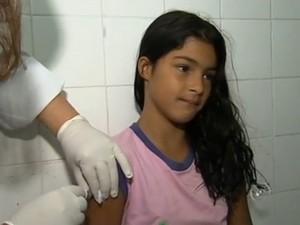 As meninas devem ser vacinadas até a próxima sexta-feira (Foto: Reprodução/TV Tem)