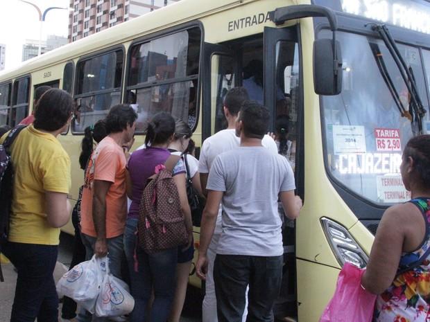 Sindicato garantiu a circulação normal dos ônibus e desmente boatos contrários (Foto: De Jesus / O Estado)