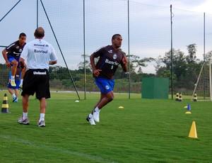 Fernando treinou com reservas do Grêmio em Atibaia (Foto: Hector Werlang/Globoesporte.com)