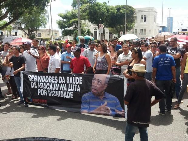 Agentes comunitários de saúde e de endemias protestam contra atraso nos salários (Foto: Anderson Barbosa/G1)