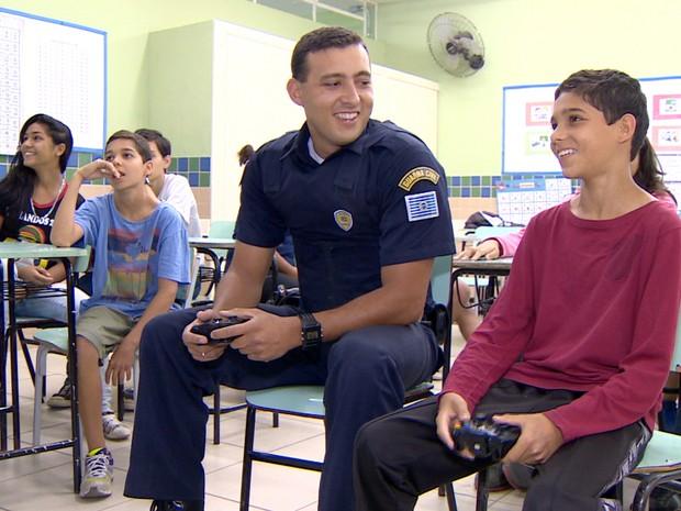 Video game guarda municipal São José dos Campos (Foto: Reprodução/TV Vanguarda)