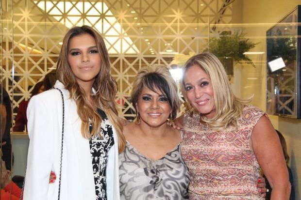 Mariana Rios, Gladys e Susana Vieira em inauguração de salão de beleza no Rio (Foto: Alex Palarea / AgNews)