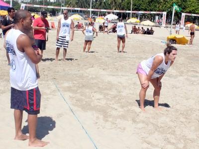 José Aldo joga futevôlei na praia (Foto: Marcelo Barone)