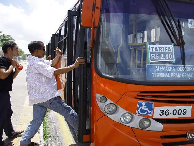 Sete ônibus são assaltados durante o fim de semana em São Luís (Foto: Flora Dolores/O Estado)