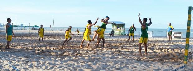 seleção brasileira de handebol de areia  (Foto: Lucas Barros / Globoesporte.com/pb)