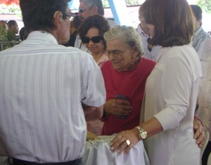 A aposentada Angelina Bernado disse que Ronaldo era um santo (Foto: Rafael Melo/G1)