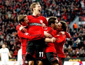 jogadores do Bayer Leverkusen comemoram gol sobre o Fortuna Duesseldorf  (Foto: Reuters)