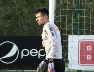 Victor no treino do Atlético-MG (Foto: Léo Simonini / Globoesporte.com)