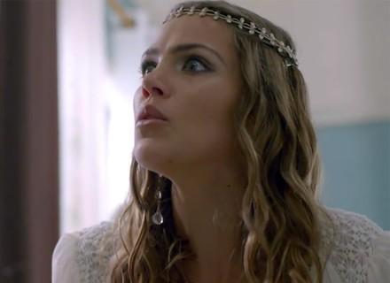 Alina encontra Uodson desmaiado minutos antes do casamento