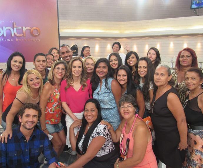 Depois do programa, Ana e Andreoli posam com a plateia  (Foto: Monique Arruda/Gshow)