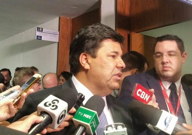 O ministro da Educação, Mendonça Filho, em entrevista a jornalistas na Câmara (Foto: Sara Resende/G1)