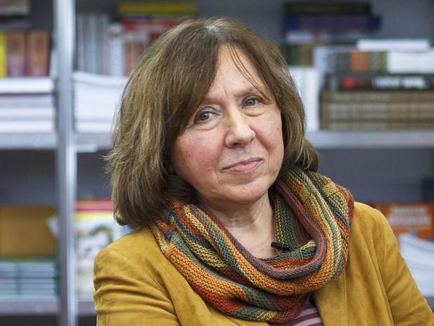 A escritora Svetlana Alexievich foi anunciada na manhã desta quinta-feira (8) vencedor do Nobel de Literatura 2015. A escolha foi divulgada em um evento na cidade de Estocolmo, na Suécia (Foto: Reuters/Stringer/Arquivo)