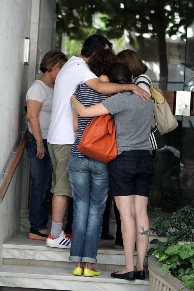 Ex-Esposa de José Wilker vai para o a partamento da Namorada dele com as filhas (Foto: Jc pereira e Sa Barreto/Agnews)