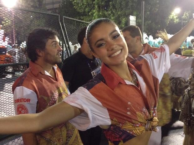 """""""Todas as escolas são merecedoras mas meu coração salgueirense não me deixa mentir. Afinal, saímos aos gritos de 'é campeã'"""", diz a atriz Sophie Charlotte no desfile das campeãs do Rio de Janeiro (Foto: Thiago Brandão/G1)"""