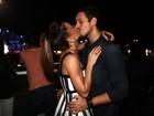 Sabrina Sato mostra os pernões e beija muito no Rock in Rio