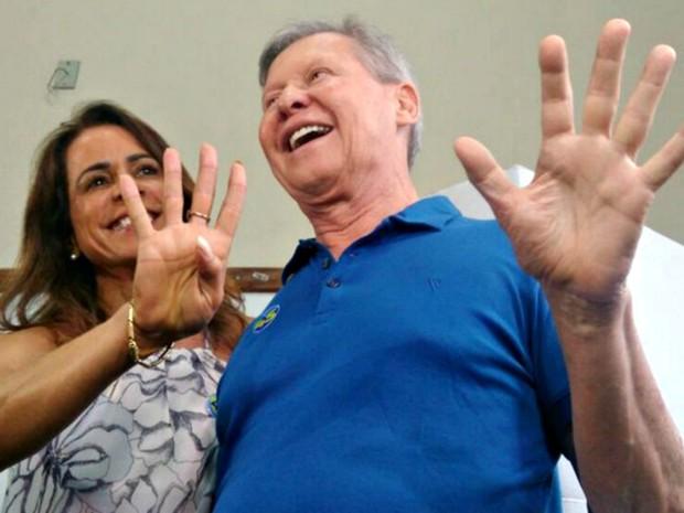 Artur Neto votou no Colégio Amazonense Dom Pedro I (Foto: Ísis Capistrano/G1 AM)