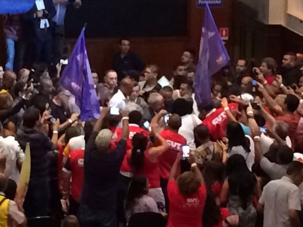 Ex-presidente Luís Inácio Lula da Silva participa de plenária nacional de sindicalistas em defesa da democracia, do Estado de Direito e contra o golpe. (Foto: Glauco Araújo/G1)