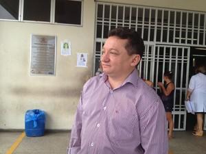 Diretor Gilberto Albuquerque avalia como estável estado de saúde dos sobreviventes (Foto: Catarina Costa / G1)