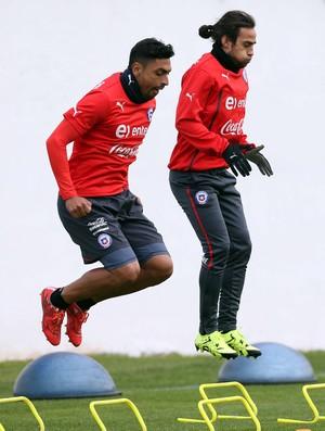 Medel e Valdivia treino Chile (Foto: EFE)