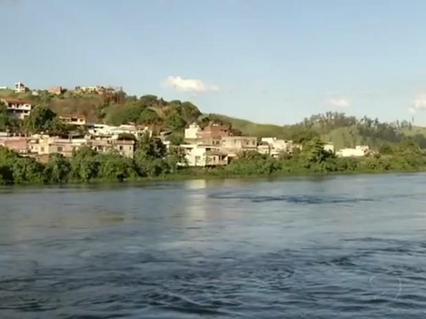 Rio Paraíba do Sul, em Barra Mansa, em 2014 (Foto: Reprodução/TV Rio Sul)