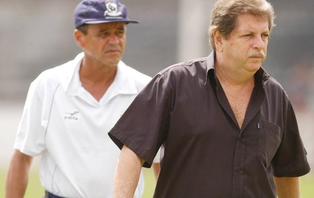 Técnico Roberval Davino com o presidente Raphael Levy (Foto: Fernando Araújo)