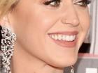 Katy Perry, com os dentes sujos, passa por saia justa em prêmio